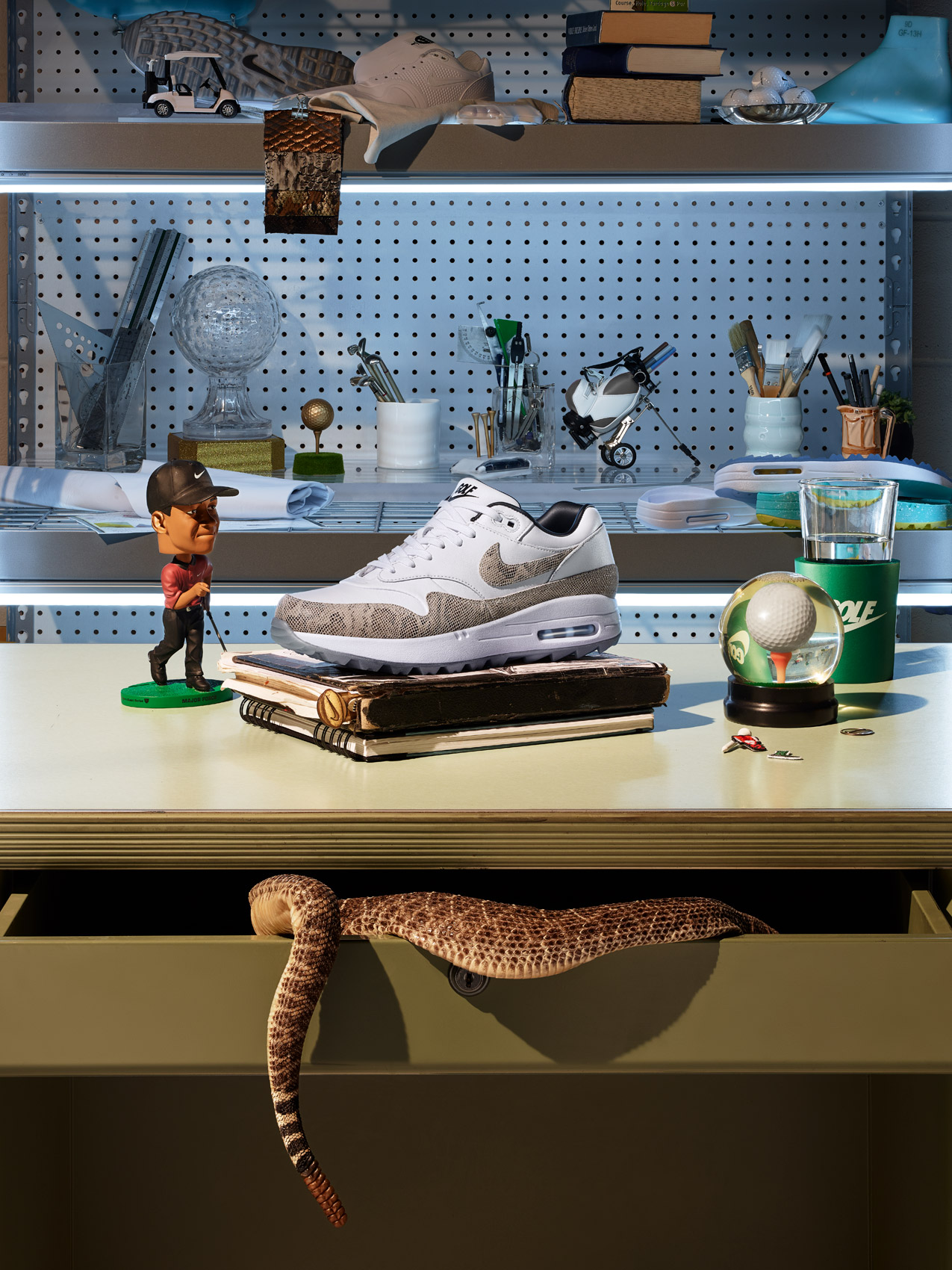 nike-golf-snake-office-set